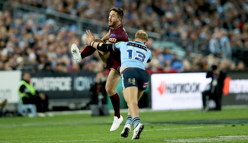 Jack de Belin applies pressure on Queensland halfback Ben Hunt in Origin II, 2018.